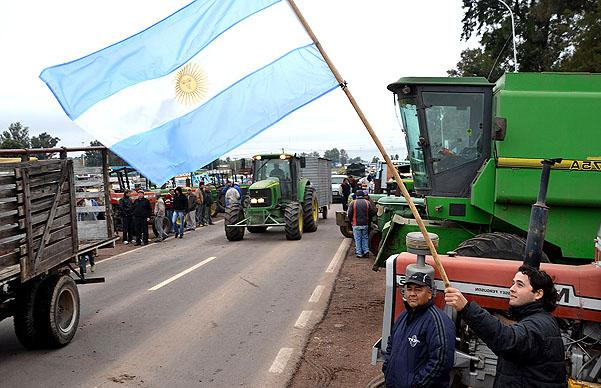 Movilización chaqueña desde Charata     –   CRA ANUNCIO CUATRO DIAS DE PARO AGROPECUARIO